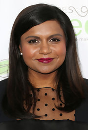 Mindy Kaling looked sleek and sophisticated with this straight 'do and a deep side part.