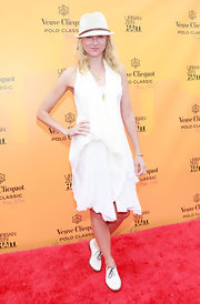 Naomi Watts looked summery chic at the Veuve Clicquot Polo Classic in flat white Jili oxfords.