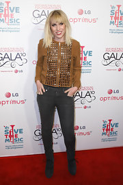 Natash Bedingfield arrived at the VH1 Save the Music Foundation Gala wearing a pair of black suede lace-up boots.