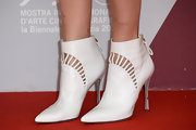 Alba's mod-inspired ankle booties made her whole outfit pop on the red carpet.