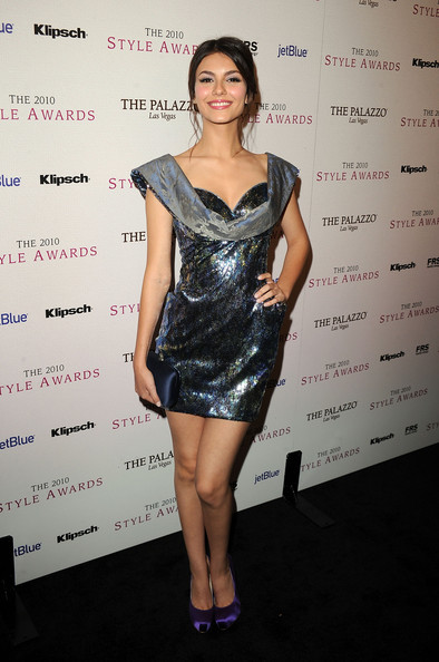 Victoria Justice Hard Case Clutch [clothing,cocktail dress,dress,shoulder,fashion model,fashion,hairstyle,joint,leg,fashion design,arrivals,victoria justice,style awards,hammer museum,california,westwood,hollywood style awards]