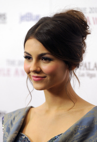 Victoria Justice French Twist [hair,face,hairstyle,eyebrow,shoulder,beauty,skin,chin,black hair,lip,arrivals,victoria justice,style awards,hammer museum,california,westwood,hollywood style awards]