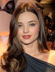 Miranda Kerr wore a lovely golden raspberry lipstick with a hint of shimmer and shine at the relaunch of Victoria's Secret in South Coast Plaza.