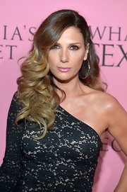 Daisy Fuentes wore her hair in a sexy side-swept style with long polished curls while attending Victoria's Secret What Is Sexy? party.