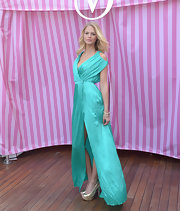 Doesn't Erin look fab in rich aqua hues like this one?
