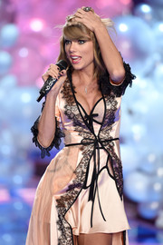 Taylor Swift wore a Sethi Couture Ring while performing at the Victoria's Secret Runway Show. (www.sethicouture.com)