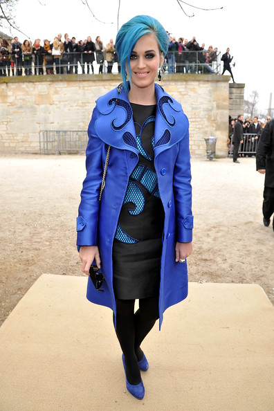 http://www2.pictures.stylebistro.com/gi/Viktor+Rolf+Front+Row+Paris+Fashion+Week+Womenswear+QMRowPYDH09l.jpg