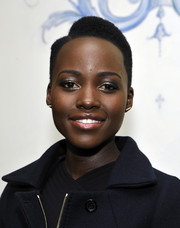 Lupita Nyong'o sported dark eyeshadow with a hint of gold for a subtly sparkly finish to her beauty look.