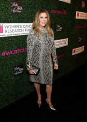 A simple black leather clutch finished off Rita Wilson's ensemble.