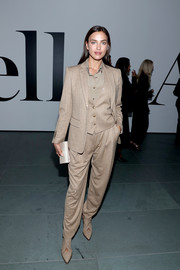 Irina Shayk borrowed from the boys when she attended the 2019 Innovator Awards. She chose this beige three-piece suit by Burberry.