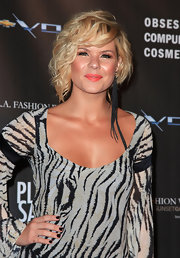 Kimberly finished off her short curls with a fringe embellished earring.