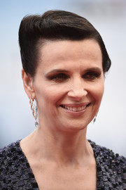 Juliette Binoche attended the Venice Film Fest premiere of 'The Wait' wearing a sleek, twisty updo.