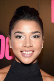 Hannah Bronfman attended the New York premiere of 'War Dogs' wearing her hair in a pompadour.