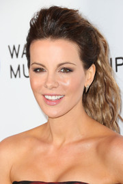 Kate Beckinsale sported a rocker-chic teased ponytail when she attended Warner's Grammy celebration.
