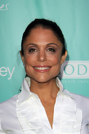 Bethenny Frankel attended the 'Us Weekly' 25 Most Stylish New Yorkers event wearing a subtle smoky eye makeup look done in grays and violets.
