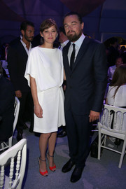Marion Cotillard's red and blue Dior sandals were the perfect finishing touch to her white dress.