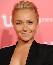 Hayden Panettiere amped up her natural look with fluttering lashes for 'Us Weekly's' Hot Hollywood party. A touch of faint gloss completed her subdued look.