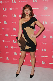 Sarah Rue carried an oversize pewter half-circle clutch to the 'Us Weekly' Hot Hollywood party.