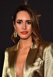 Louise Roe wore her shoulder-length locks with wavy ends for the Weinstein Company and Netflix Golden Globe party.