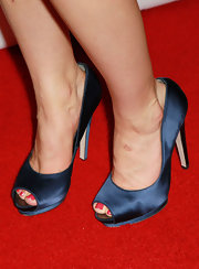 Alison Brie chose blue satin peep-toes to finish off her Golden Globes red carpet look.