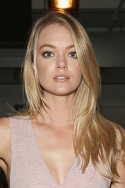 Lindsay Ellingson wore her tresses down with a side part during the Wes Gordon fashion show.