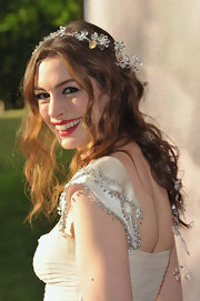 Anne wore her hair in fairy tale curls with her Valentino gown for the 'Love Ball' benefit.