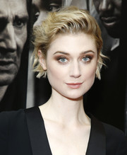 Elizabeth Debicki looked cool wearing this messy-chic 'do at the special screening of 'Widows.'