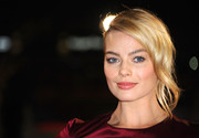 Margot Robbie oozed romance and glamour with this loose updo at the 'Wolf of Wall Street' premiere in London.