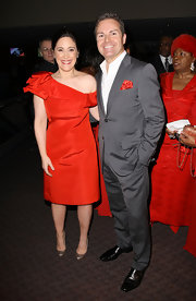 Elizabeth joined a sea of ladies in red at the Red Dress Awards wearing an off-the shoulder cocktail dress.