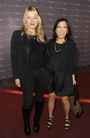Amanda de Cadenet pulled off a slick ensemble featuring a black blazer with a leather collar.