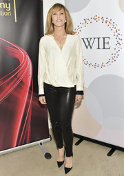 Felicity Huffman went edgy on the bottom half in a pair of black leather skinnies.