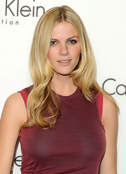 Brooklyn Decker attended the Calvin Klein fall 2010 fashion show wearing soft neutral shades of eyeshadow.