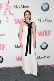 Zoey Deutch was minimalist-elegant in a white Max Mara column dress with bowed black shoulder straps at the 2017 Crystal + Lucy Awards.