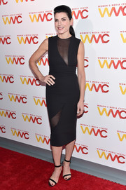 Julianna Margulies paired her dress with black slim-strap sandals.