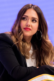 Jessica Alba played up her full lips with a gorgeous red hue.