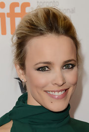 Rachel McAdams' green eyes popped because of her heavy smoky eye.