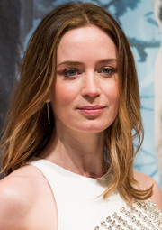 Emily Blunt wore mildly messy center-parted locks during the 'Into the Woods' gala screening.