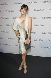 Luca Gajdus paired her nude strappy sandals with a linen one-shoulder dress.