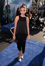 Sarah Hyland broke the all-black motif with a pair of tricolor Jimmy Choo Sunday pumps.