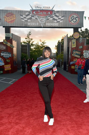 Kerry Washington teamed her sweater with a pair of black skinny jeans.