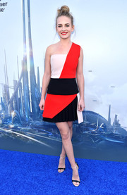 Black-and-white ankle-strap sandals completed Britt Robertson's sassy ensemble.