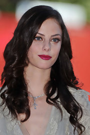 Kaya Scodelario added rich color to her look with a swipe of berry lipstick.