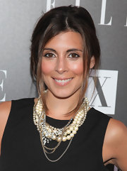 Jamie-Lynn Sigler showed off her layered pearl necklace while attending the Armani Exchange party.