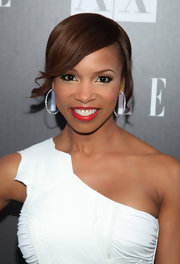 Elise Neal rocked a loose bun with side-swept bangs with her one-shoulder cocktail dress.