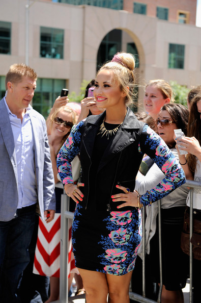 More Pics of Demi Lovato Gold Ring (1 of 9) - Decorative Rings Lookbook - StyleBistro [season,the x factor,fashion,street fashion,event,blond,dress,fun,eyewear,style,street,fashion accessory,demi lovato,providence,ri,dunkin donuts center,auditions,auditions]