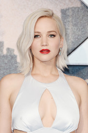 Jennifer Lawrence's red lipstick looked oh-so-sexy against her alabaster skin and blonde hair!