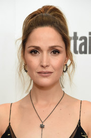 Rose Byrne played down her beauty look with nude lipstick.