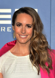 Louise Roe wore her hair in a romantic wavy side sweep during the 'X-Men' premiere.