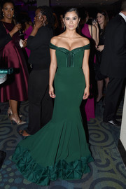 Diane Guerrero looked like a modern-day Scarlett O'Hara in her emerald-green off-the-shoulder mermaid gown at the Yahoo News White House Correspondents' Dinner pre-party.