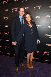 Mariska Hargitay styled her dress with a pair of camel-colored cutout boots.